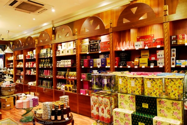 Shop for chocolates in London - Food Tour